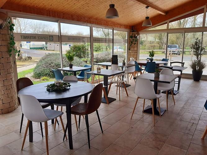 L'accueil et le bar-restaurant