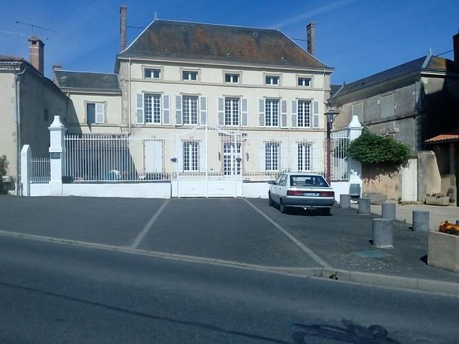 geay-chambre-dhotes-lancienne-ecole-facade1.jpg_4