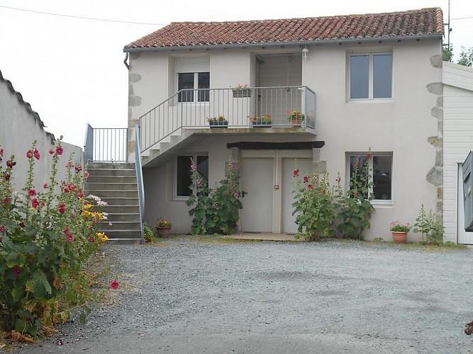 rorthais-hotel-chez-seb-et-claire-facade1