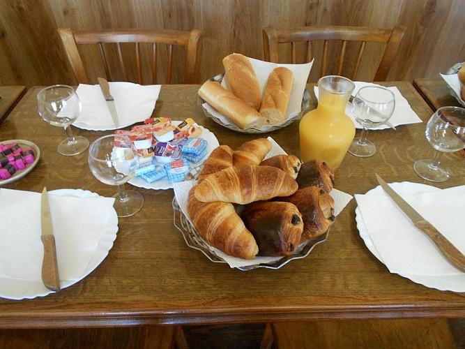 rorthais-hotel-chez-seb-et-claire-petit-dejeuner