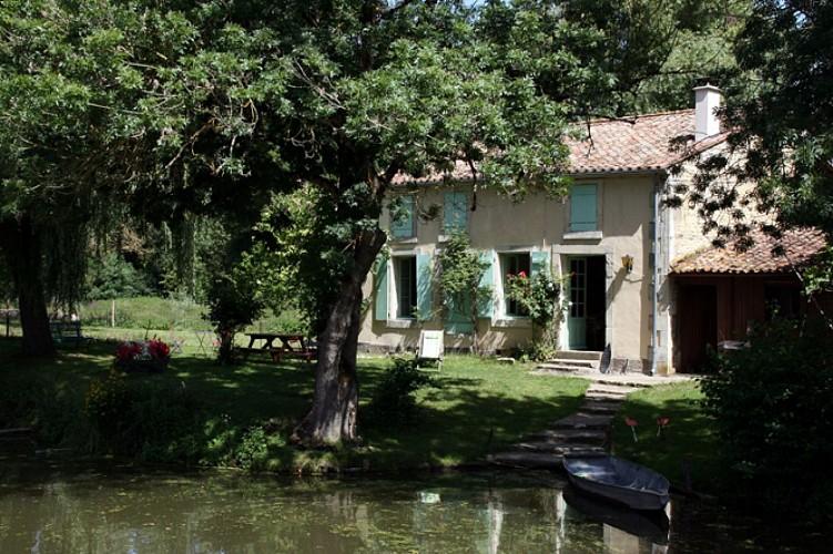 Une cabane, maison typiquement maraîchine