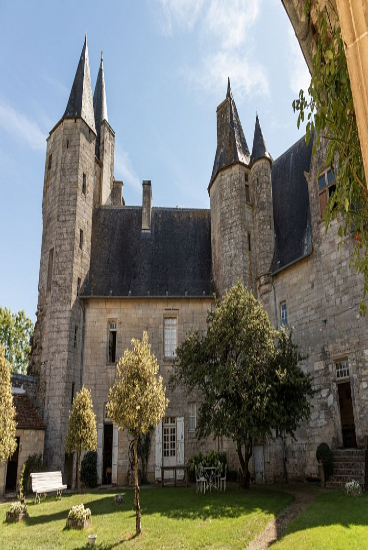 Château de Cherveux, vue aérienne.JPG_2