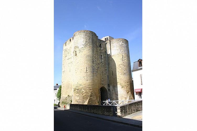 Tour porte au prévost patrimoine bati Thouars Thouarsais.jpg_1