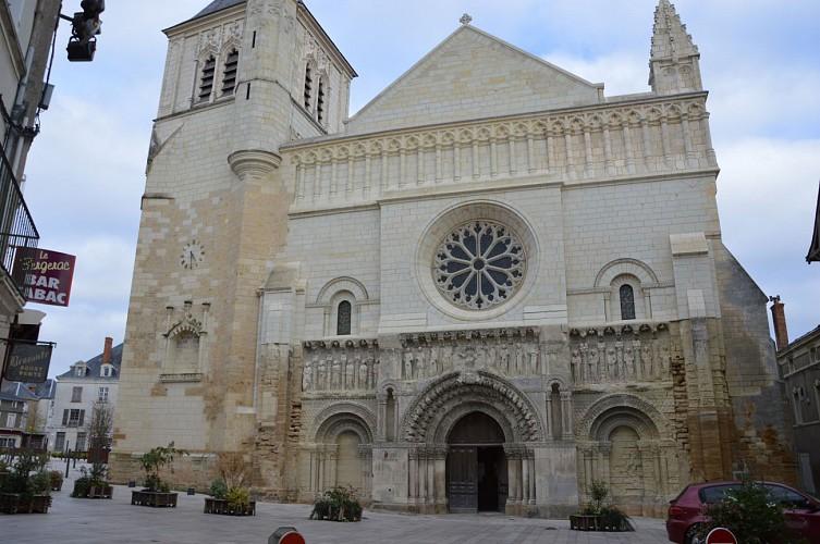 église St Médard patrimoine Thouars.JPG_4