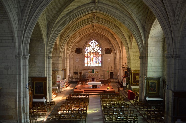 église St Médard patrimoine Thouars.JPG_5