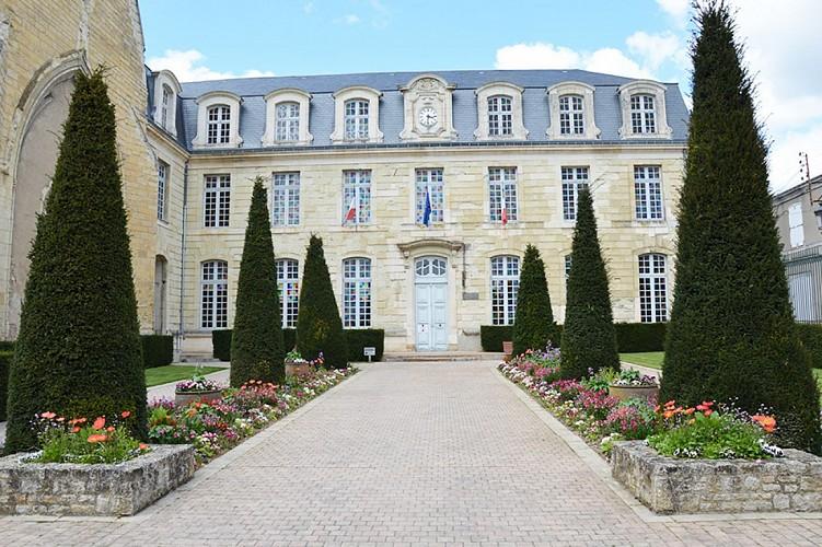 hôtel de ville mairie patrimoine Thouars Nouvelle Aquitaine .JPG_1
