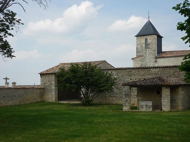 Puits, hangar et église Notre-Dame de Dey