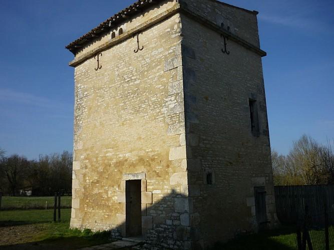 La tour-pigeonnier