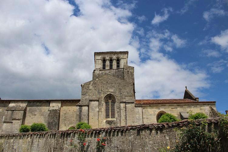 vue-Eglise-Saint-Etienne-Isabelle-Joachim-mairie-Coulonges-sur-l-Autize