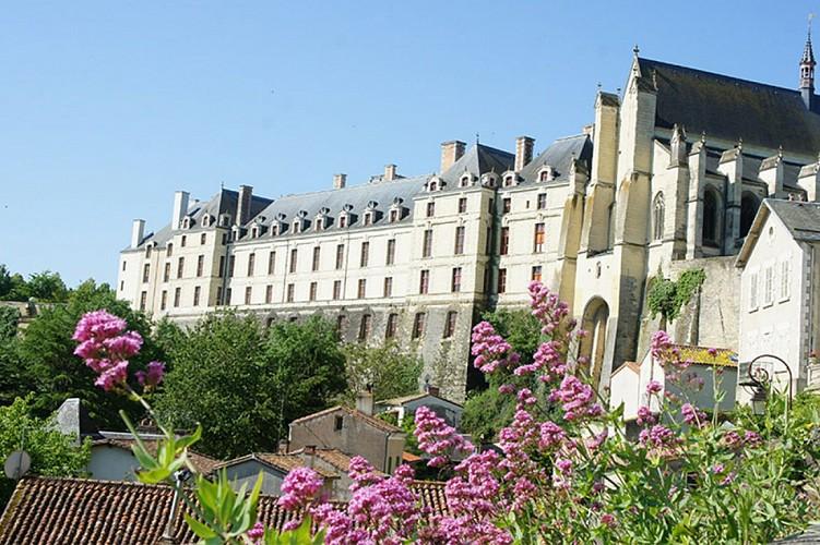 Chateau des ducs de la tremoille patrimoine Thouars Thouarsais.jpg_1
