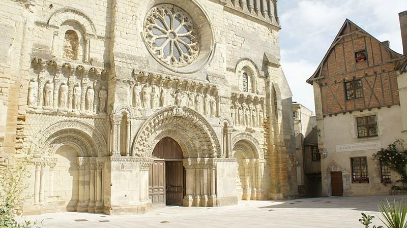 église St Médard patrimoine Thouars.jpg_7