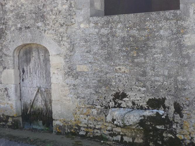 Une pierre d'évier rue de l'Ancien Four