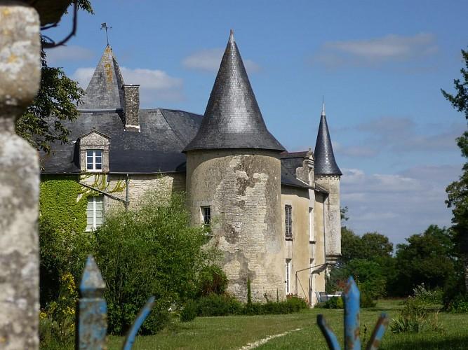 Le château de Péré-en-Forêt