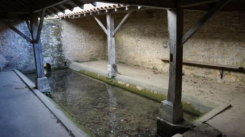 Lavoir-de-la-Grande-Fontaine-2
