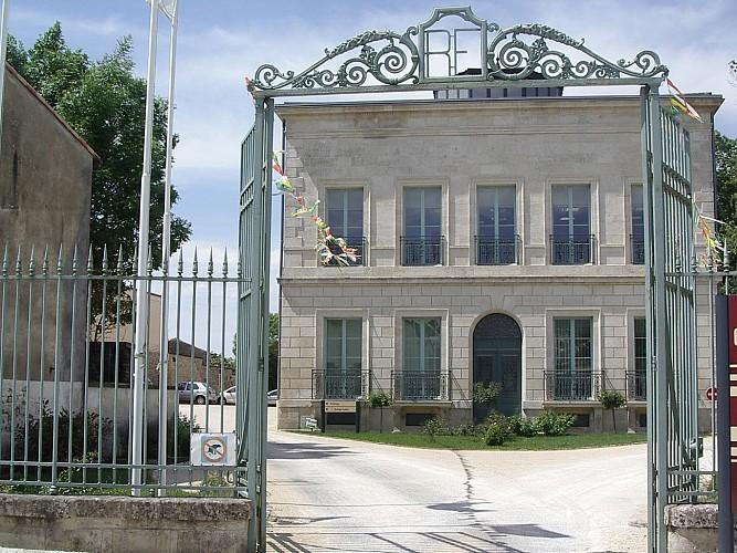 Balade-patrimoine---detail-6-Isabelle-Joachim-mairie-Coulonges-sur-l-Autize