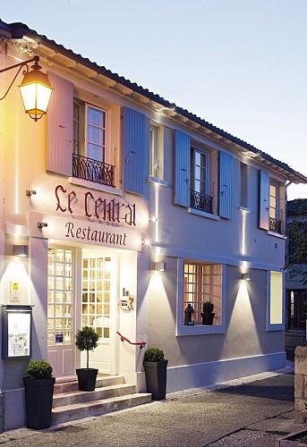 """Le restaurant """"Le Central"""" à Coulon"""