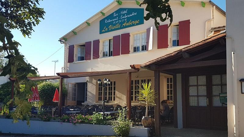"""Le restaurant """"La Vieille Auberge"""" à Sansais-La Garette"""