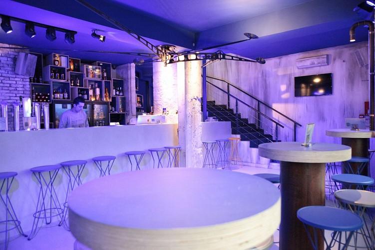 """Le bar à thème """"11 Bis Troquet Lounge"""" à Niort"""