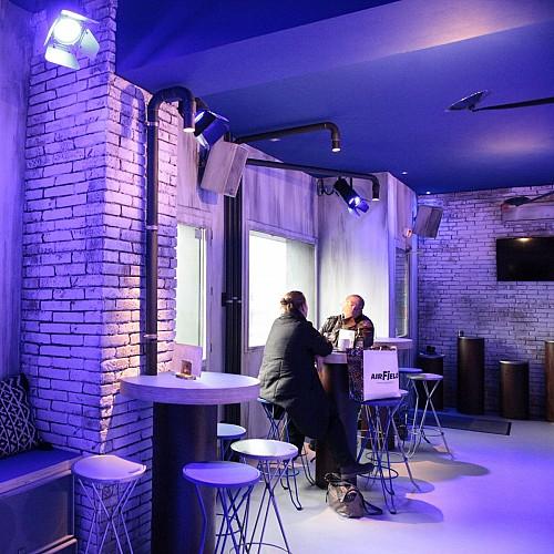 Le bar du rez-de-chaussée