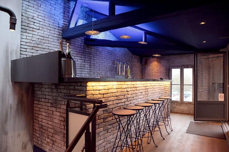 Le bar du premier étage