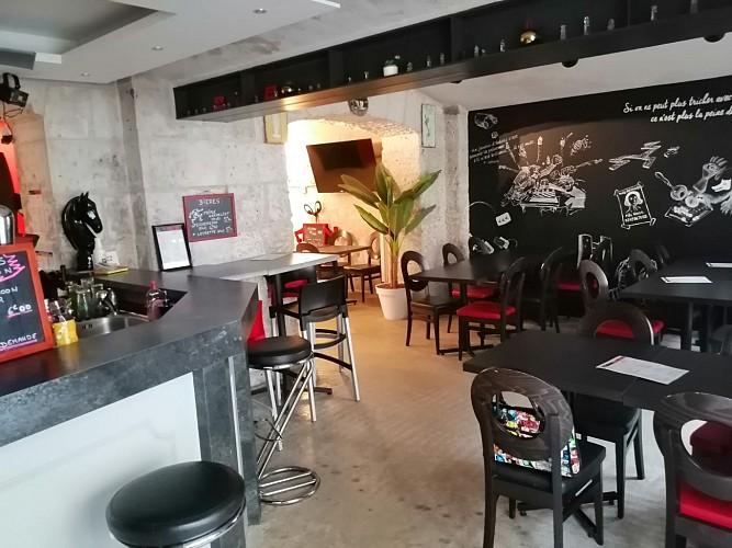 """Le bistrot et bar à jeux """"L'As Qui Court"""" à Niort"""