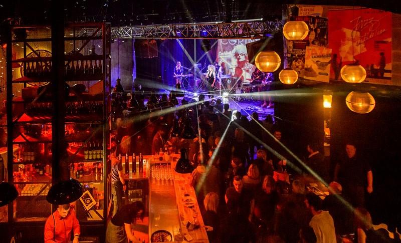 "Le bar à thème ""Le Hangar"" à Niort"