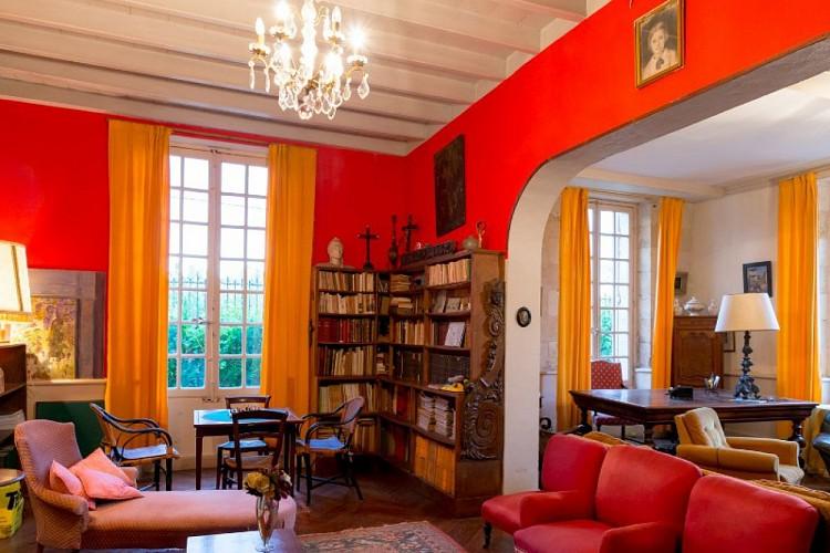 Domaine-du-Prieure-virsac---salon-1-800x600
