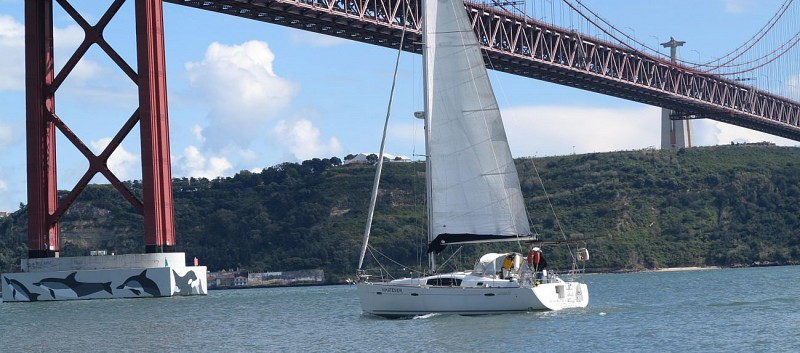 Private Sail Boat Cruise on the Tagus - Lisbon