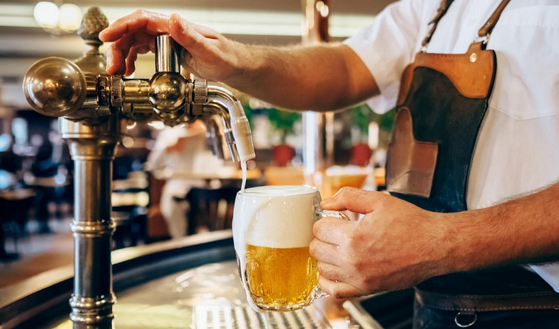 Beer tasting evening with traditional courses in the center of Prague
