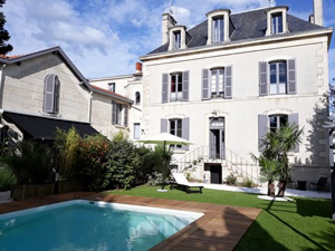 """La maison """"La Porte Rouge"""", studios meublés à Niort"""