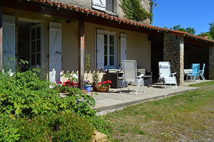 gite-chiche-moulin-bardeas-Gite outdoor view 2-400.jpg_2