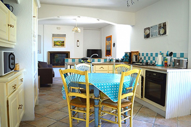 gite-chiche-moulin-bardeas-Kitchen diner 2-400.jpg_4