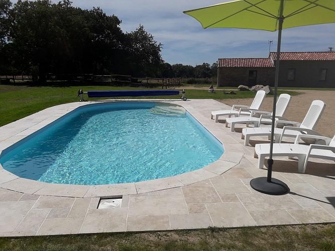 bressuire-la-chaudronniere-piscine2