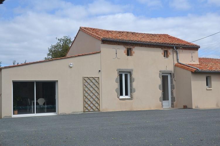 nueil-les-aubiers-gite-au-haras-14pax-facade.JPG_1