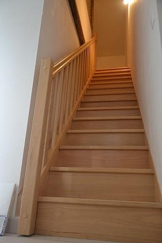 nueil-les-aubiers-gite-au-haras-14pax-escalier.JPG_10