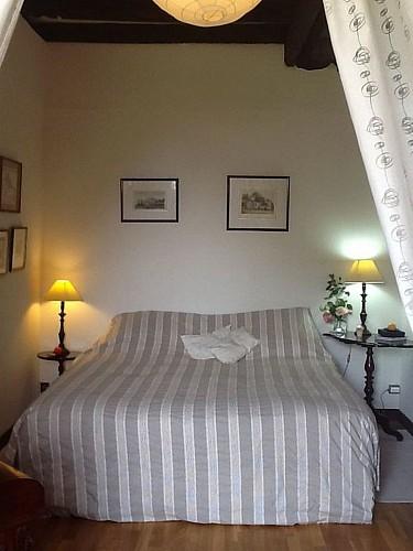 mauleon-st-aubin-de-baubigne-gite-les-guyonnieres-chambre2.jpg_3