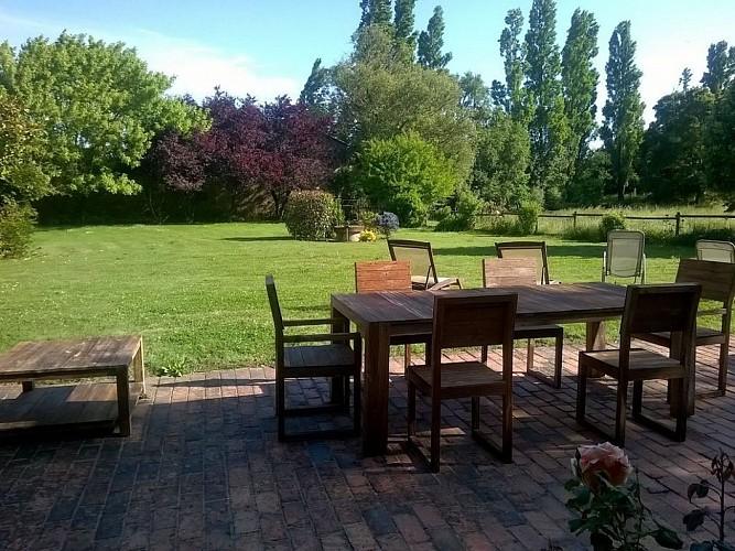 mauleon-st-aubin-de-baubigne-gite-les-guyonnieres-terrasse.jpg_6