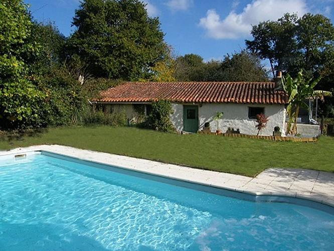 courlay-gite-logis-marguerite-piscine.jpg_1