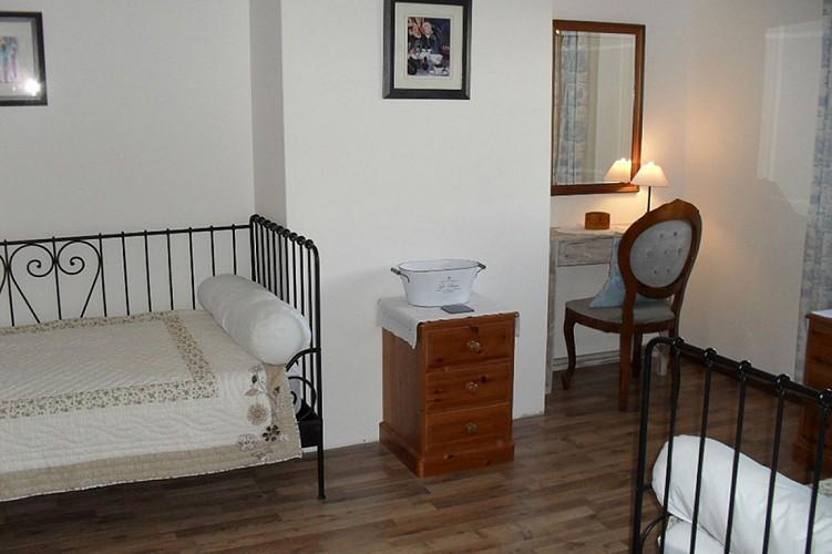 Chambre 2 meuble l'ecurie Denby St Pierre a champ Val en Vignes Thouarsais
