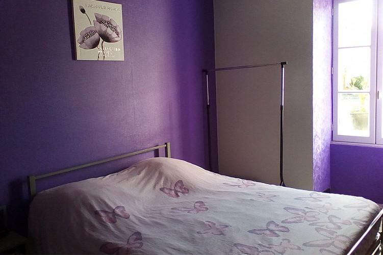 Chambre 1 meublé papillon Gourdon Gaillard Pompois Ste Verge Thouarsais