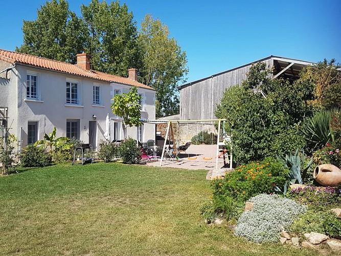 Salon Gîte coquelicot Meublé de tourisme groupe Sainte Radegonde Thouarsais