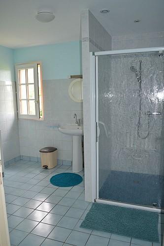 neuvy-bouin-gite-du-rocher-salle-de-douche