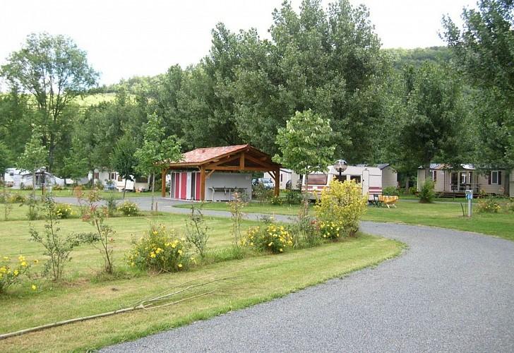 Camping de la truite-sanitaires-emplacements-ascarat