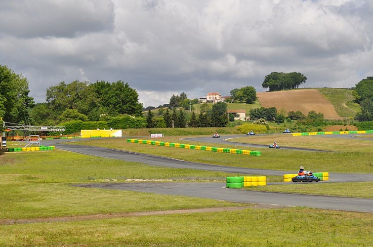 kartagen-karting-layrac-circuit-destination-agen-tourisme