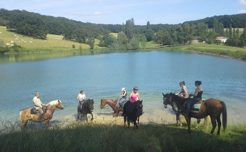 st-caprais-equitation-balade-destination-agen-tourisme