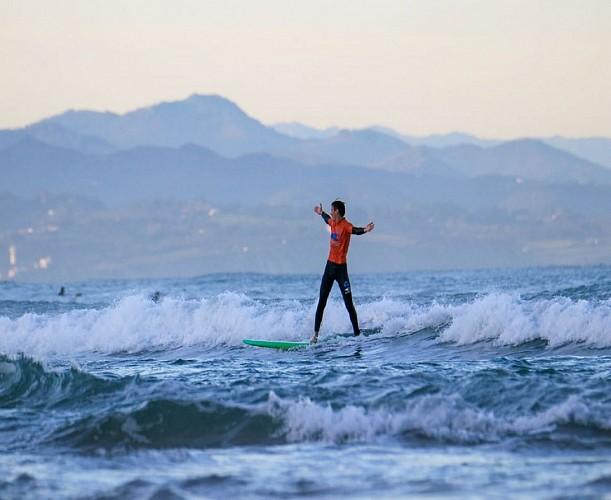Le surf camp Biarritz surf training