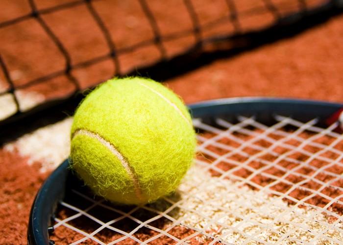 Raquette et balle de Tennis (OT)