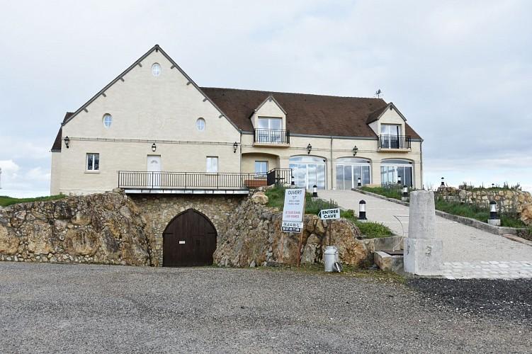 Bonny-sur-loire---aire-de-camping-car---OT-Terres-de-Loire-et-Canaux---IRemy--1--2