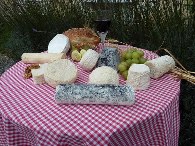 BI_assortiment_fromages_ferme_clairette_prin_deyrancon.jpg_1