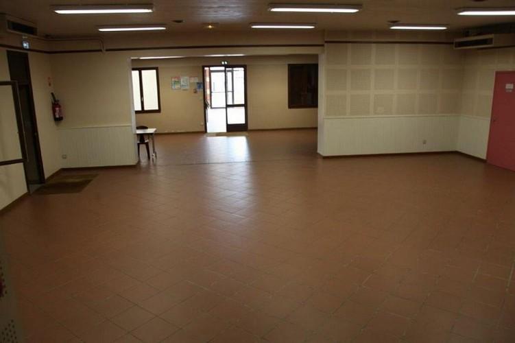 Salle-polyvalente-Pompiey---salle-princiapel-vue-de-l-estrade